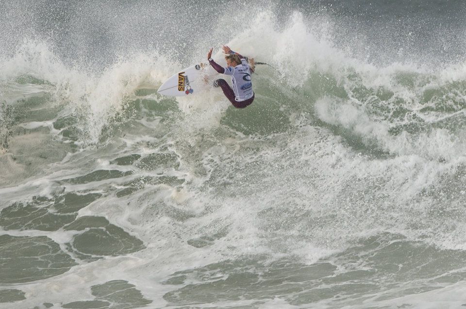 Patrick Gudauskas lost another close one against Jeremy Flores, Pat must have done something bad in a previous life to the God of tight heats
