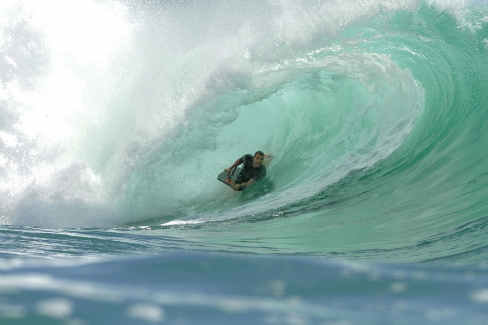 Ben Player, world champion in 2005 and 2007 was the only one getting in early and getting rewarded with a double barrel at Padang Padang.