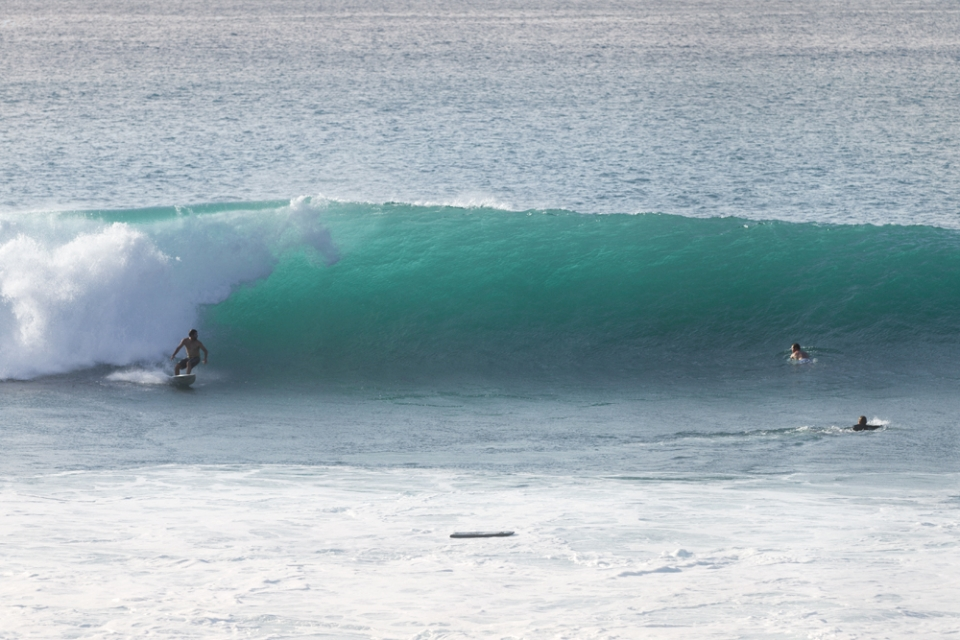 Swell starts to fill in at Padang