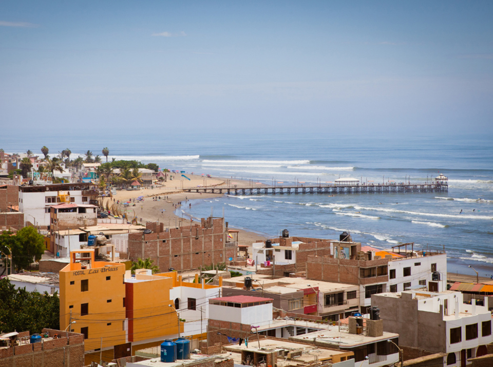 Punta Huanchaco is one of those beach resorts that wears many hats. It is also one of the only places on the North Coast that has more going on than just surfing. It is a holiday and weekend getaway place for Peruvians from Trujillo and further a field. A stop-off spot for backpackers wanting a bit of beach time or try out surfing and it has some pretty fun waves on its long consistent but sectioning left point. There's good accommodation, and plenty of nice places to eat and drink. So, it is good place to stop when the swell isn't quite lighting up other spots. It is also the home to the Peruvian leg of the Longboard World Tour Qualifying Series and a strong surfing community. In addition there are a lot of historical sites to visit nearby. Like the remains of the ancient Chimu city of Chan Chan or the Moches temples of Huaca de la Luna Y Sol.