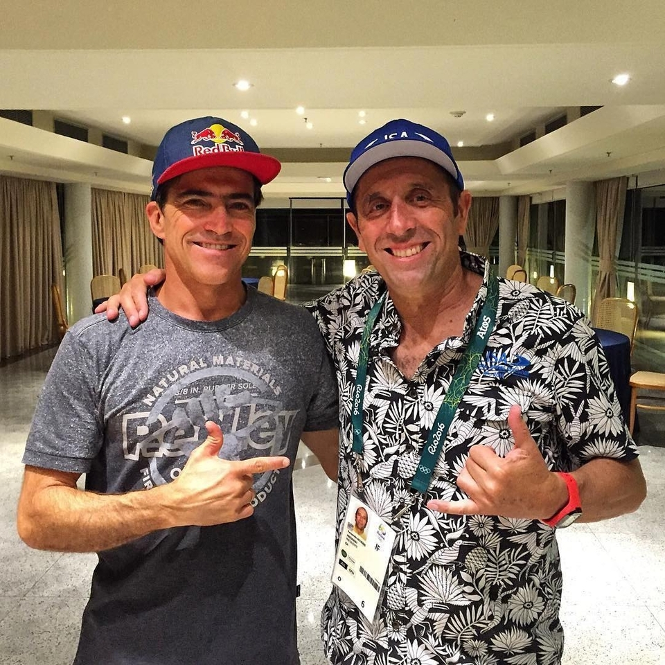 Carlos Burle showing his support for the Olympics with Fernando Aguerre.