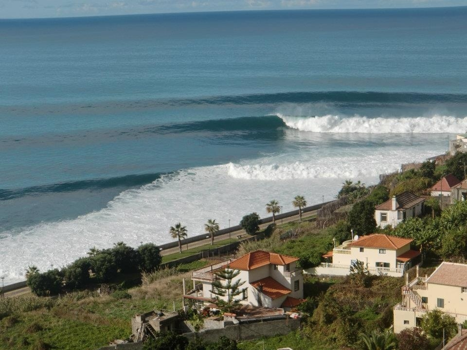 This might look perfect, but Jardim do Mar only lights up on the biggest of swells, for around one hour at low tide. Furthermore, those who enter the lineup risk an encounter with the thousands of protruding concrete teeth that line the inside.