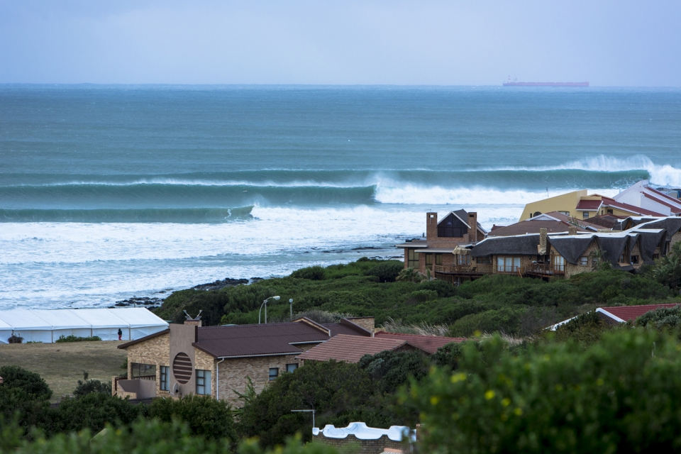 This is what Supers looked like from the hill on the morning of Day 4. Imagine what the groms and their concerned parents were thinking.