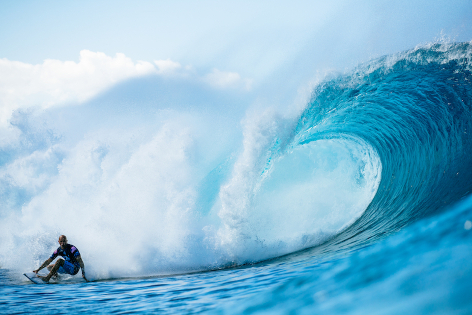 Deep then snapped to under-the-lip, it's Kelly oozing style all round.