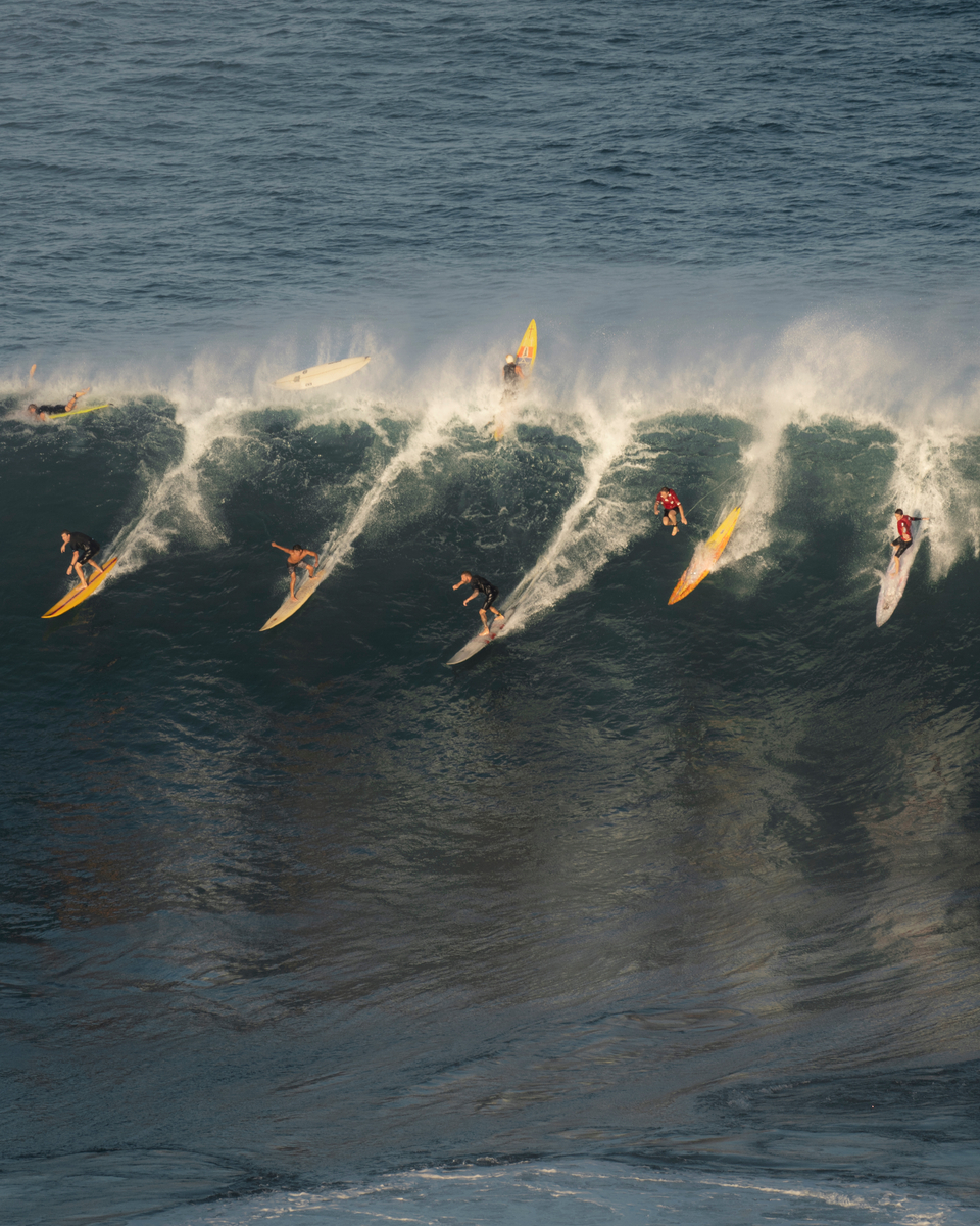 Pick your line amidst the crowds at Waimea.