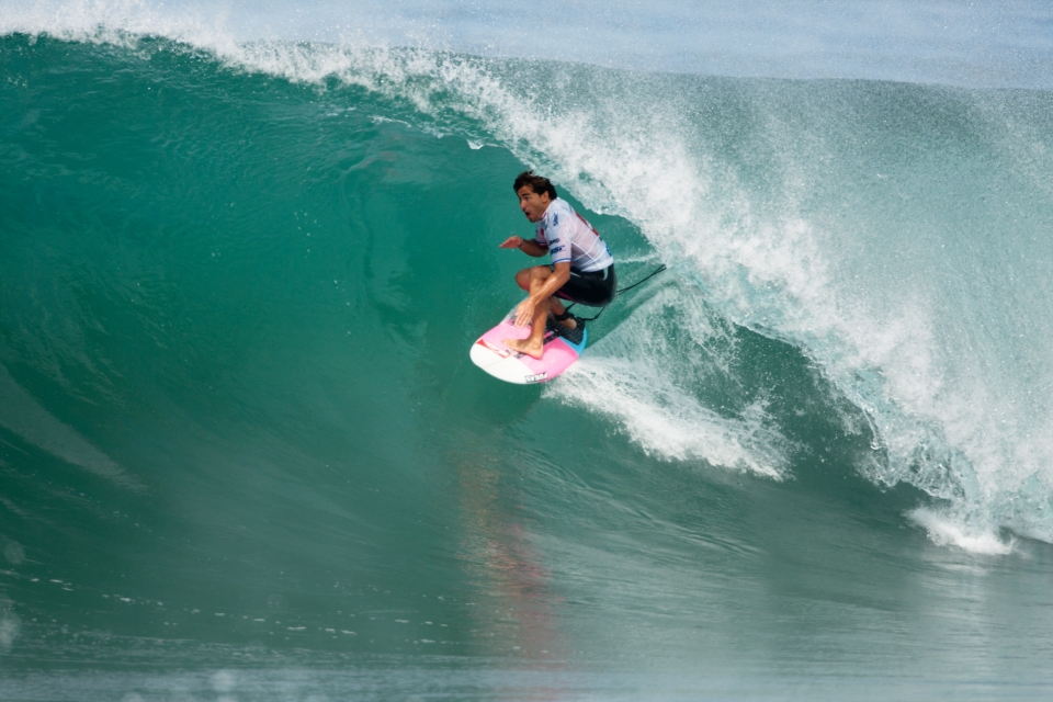 Hailing from Basque Country, Aritz Aranburu was a local favourite and dangerous wildcard. He made arguably the tube of the day in the warm up session, but failed to find anything superior to a six against Slater.