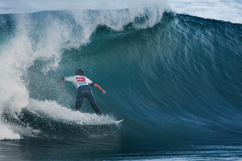 A true La Graviere bomb. Moroccan wildcard, Ramzi Boukhiam, snagged one of the lefts of the day early on in his heat, then was faced with a barrage of closeouts for the following 20 minutes. His opponent, Fanning, sneaked through with Ramzi in need of a meager 4.17