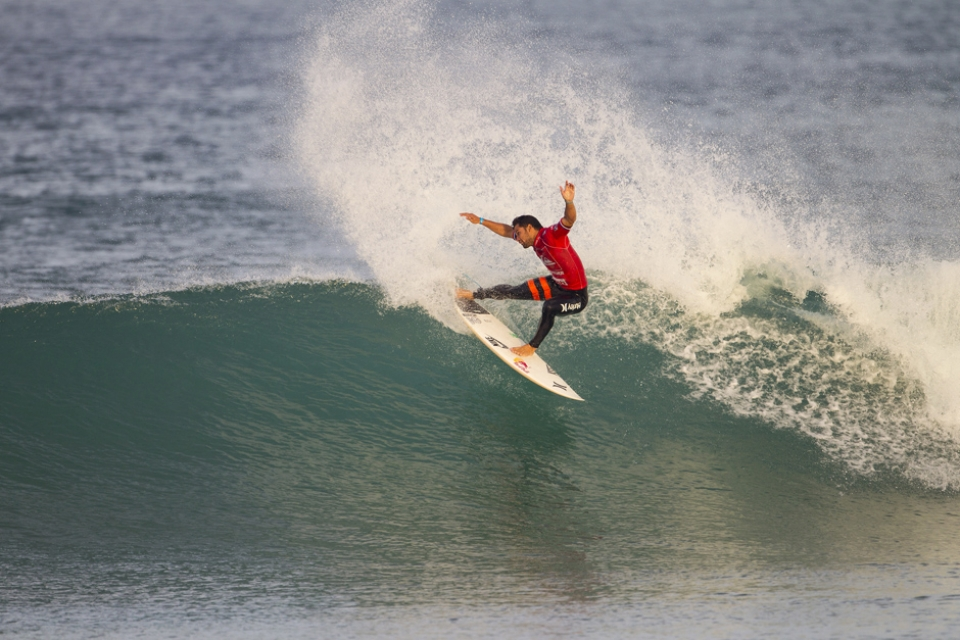 Michel Bourez, current World No.10 and the crowd's favourite today in Seignosse, escaped a tricky Round 2 situation finding two nice waves right from the start and keeping a  very short lead over Damien Hobgood until the final countdown.