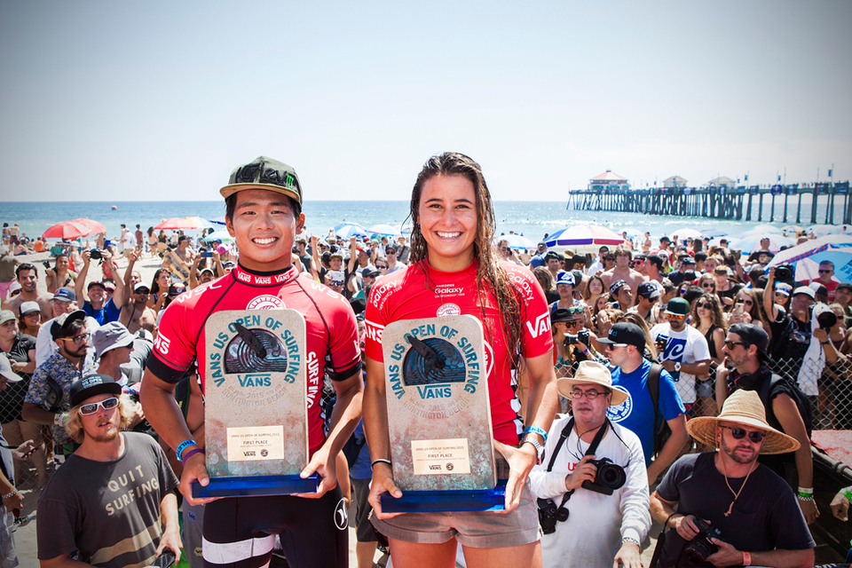 Winners Hiroto Ohhara and Johanne Defay claim their trophies.