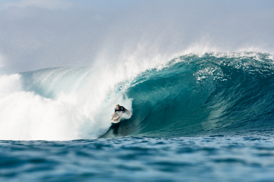 Bede Durbidge looked dominant in his heat against Nat Young, scoring a 9.4 on this Pipe bomb. Unfortunately on his next wave he took a lip to the ear while making for the doggy-door, rupturing his ear drum and cutting his campaign short.