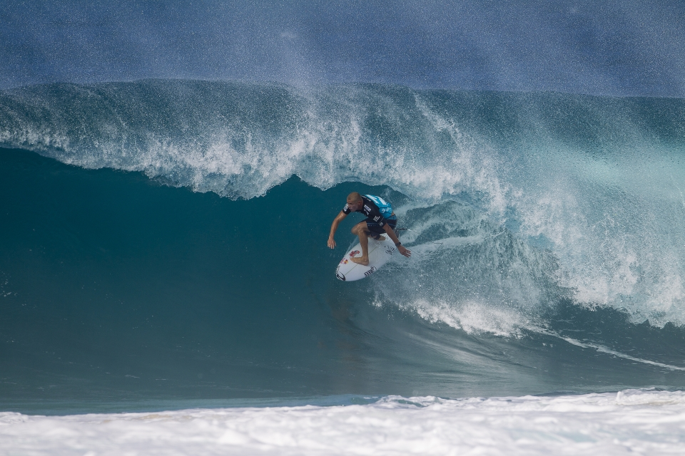 Mick Fanning stayed strong in his first heat against Kaimana Jaquias, but faltered in round 4. He now faces the uncomfortable prospect of a round five match up against CJ Hobgood.