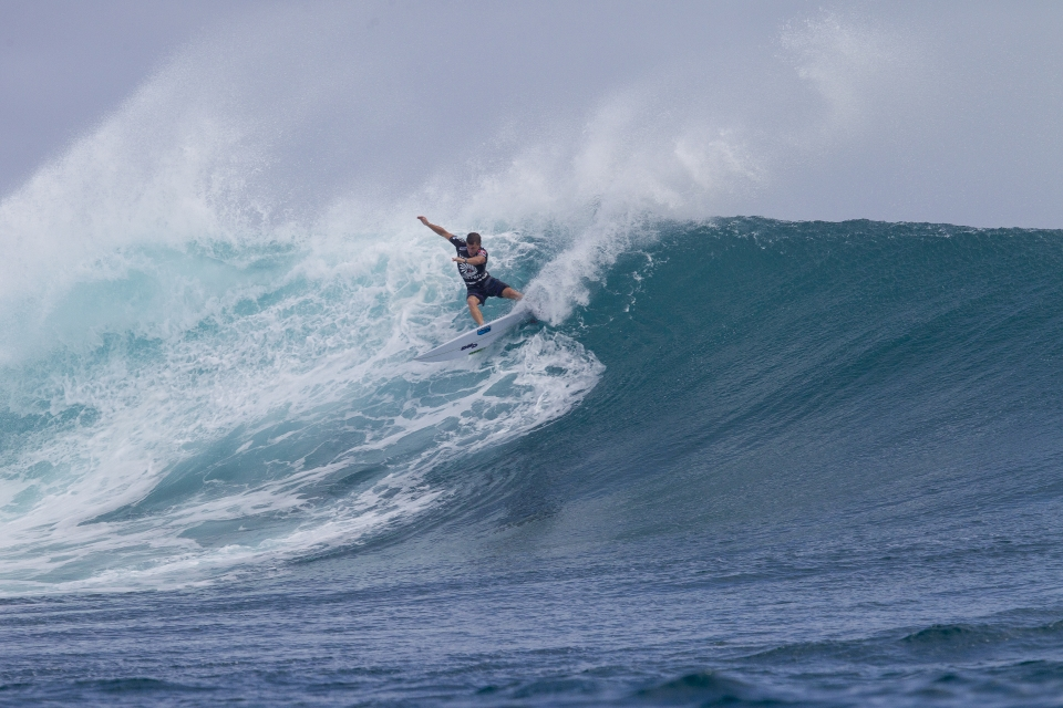 Micro takes a gouge out of a Cloudbreak wall, not long before Fiji took its revenge.