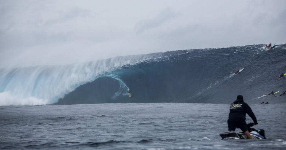 For reference, this is the Cloudbreak wave mentioned in the intro.... the similarities are stark. Except Conor's wave is cold...