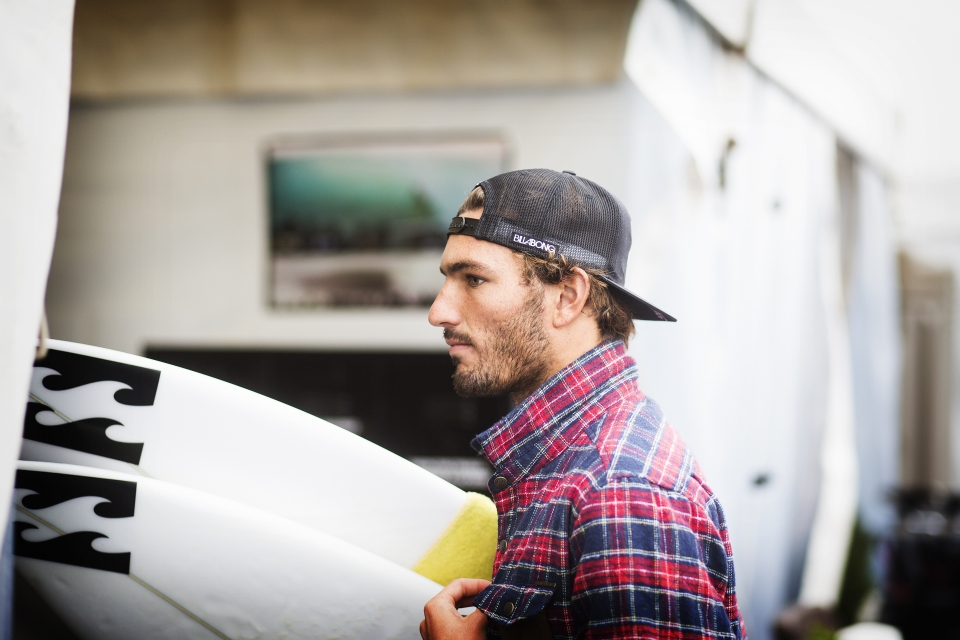 Frederico Morais has already obtained legendary status in Portuguese surfing, after his defeat of Slater in Round 2. Today he wasn't far off eliminating another title contender in Jordy Smith.