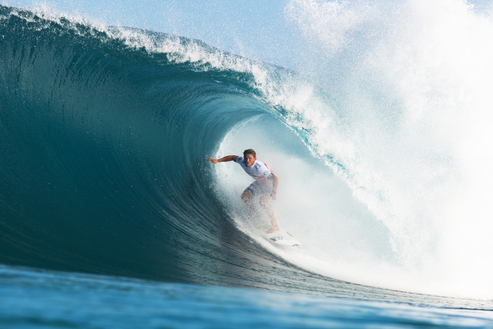 Yadin Nicol emerging from the mist. He defeated Kahea Hart in Round ,1 and Travis Logie in the afternoon.