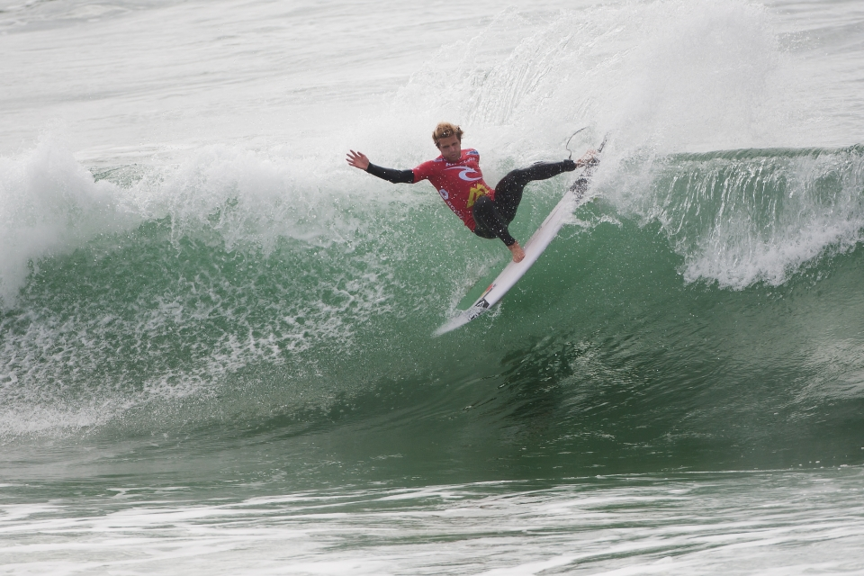 Coming off a Quarterfinal finish in France, Kai Otton has maintained his form at Supertubos. He will face Parko and Wilson in Round 4.