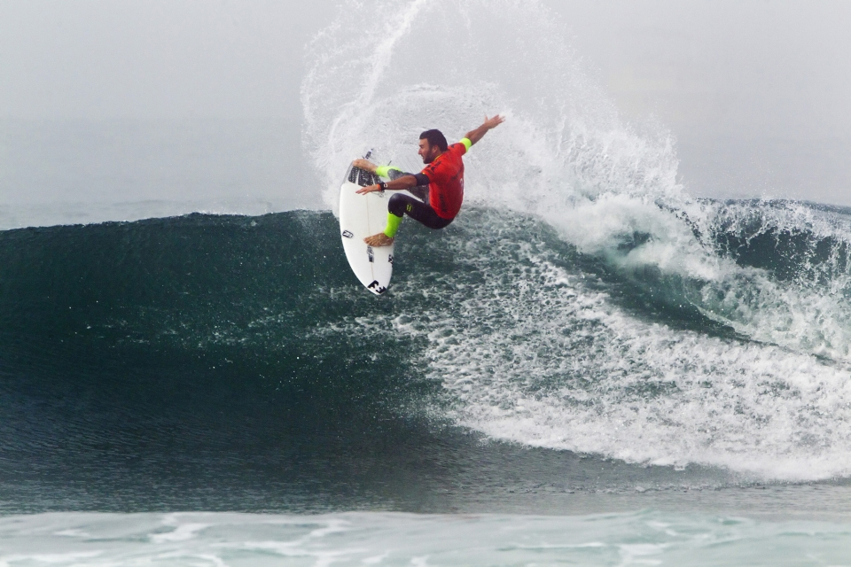 Parko shook off his Round 1 loss by crushing some wavering right-hand walls.