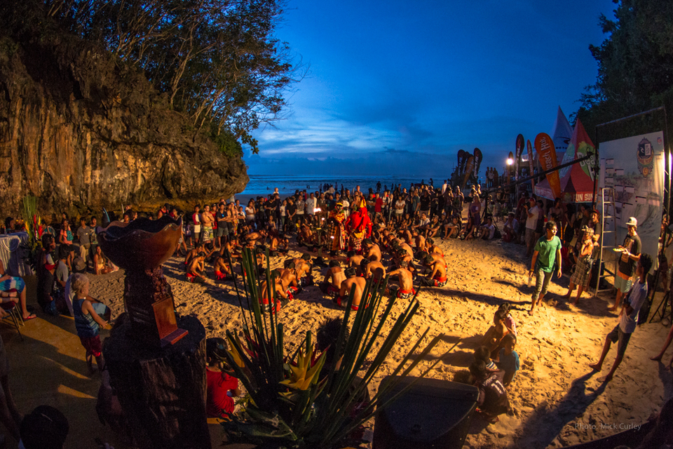 The opening ceremony was capped off with the traditional Balinese kecak dance performance, to ask the Balinese gods for permission to hold the contest at this sacred spot and for a massive Padang swell to arrive during the waiting period.