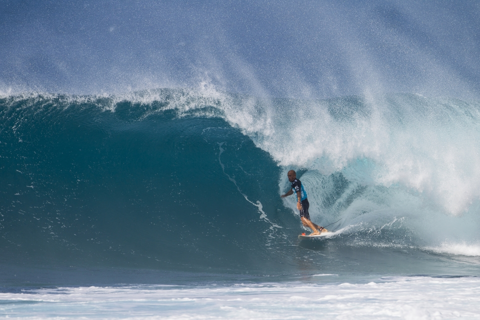 Slater was dominant in both of his heats, safely securing a spot in the quarter finals. The title remains a distant, but far from insurmountable goal.