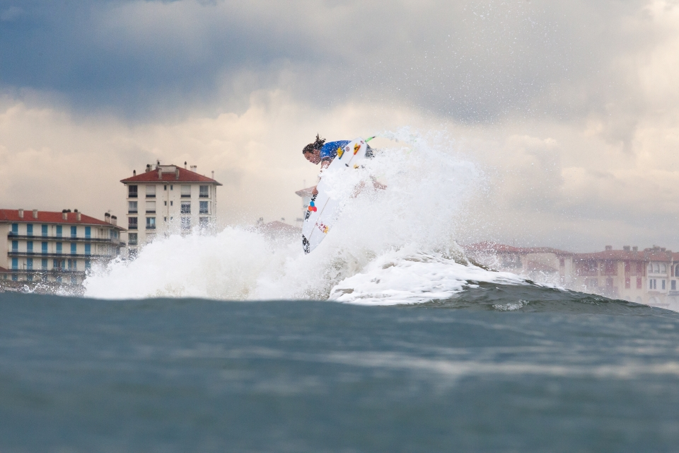 Jordy Smith's World Title hopes slipped away against a voltaic Felipe Toledo.
