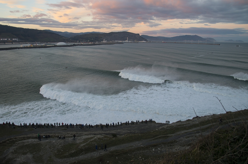 First light at Punta Galea revealed that the forecast had been bang on, with a chunky swell and offshore winds.