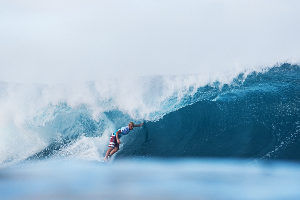 After Durbidge exited the water, Nat Young had the lineup to himself, but was still in search of a solid score. Fortunately for him this left reared its face in the final moments.