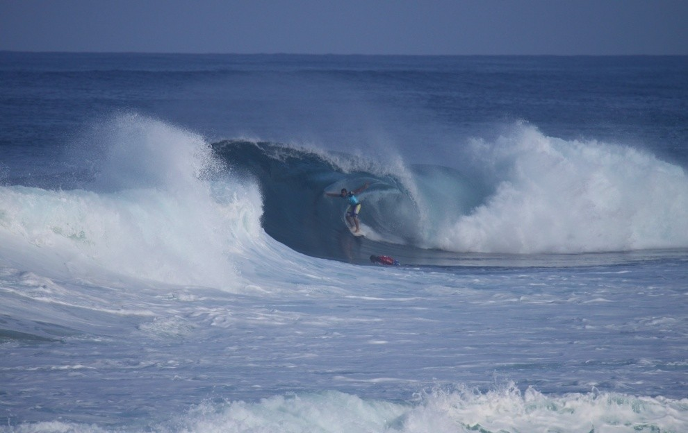 Alan K. 5d2's photo of Pipeline & Backdoor